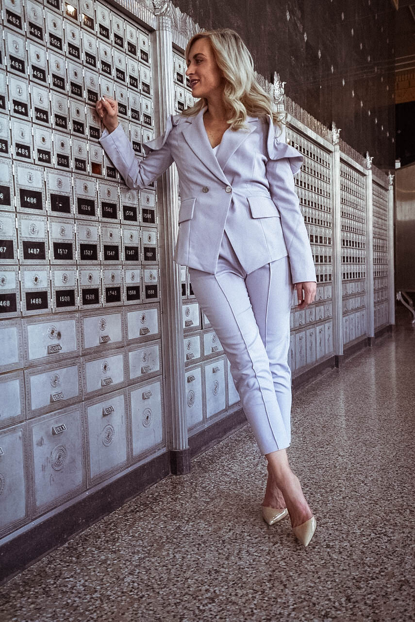 how to style the elliatt frill suit