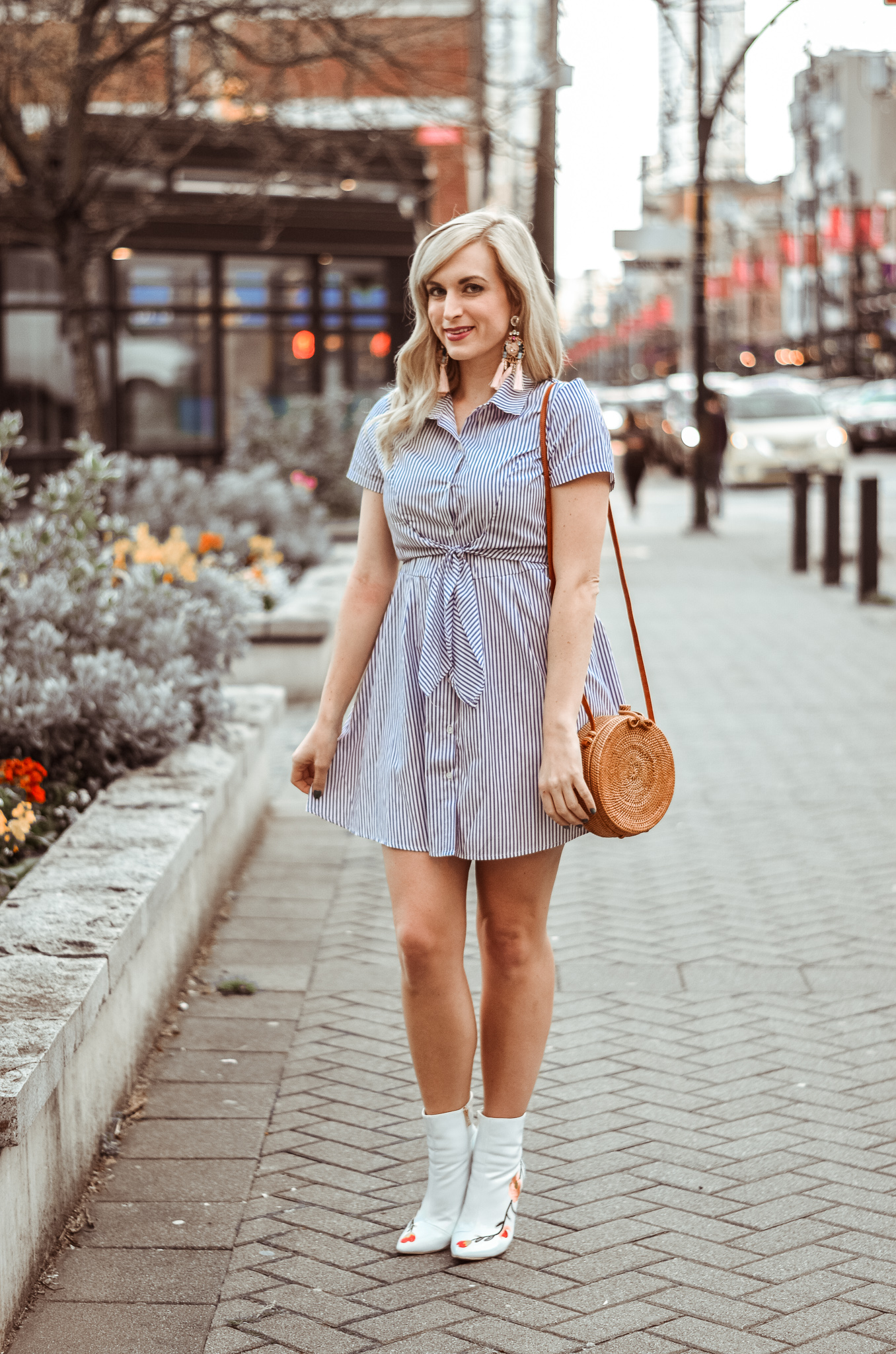 outfit tie waist dress white ankle boots and round bag