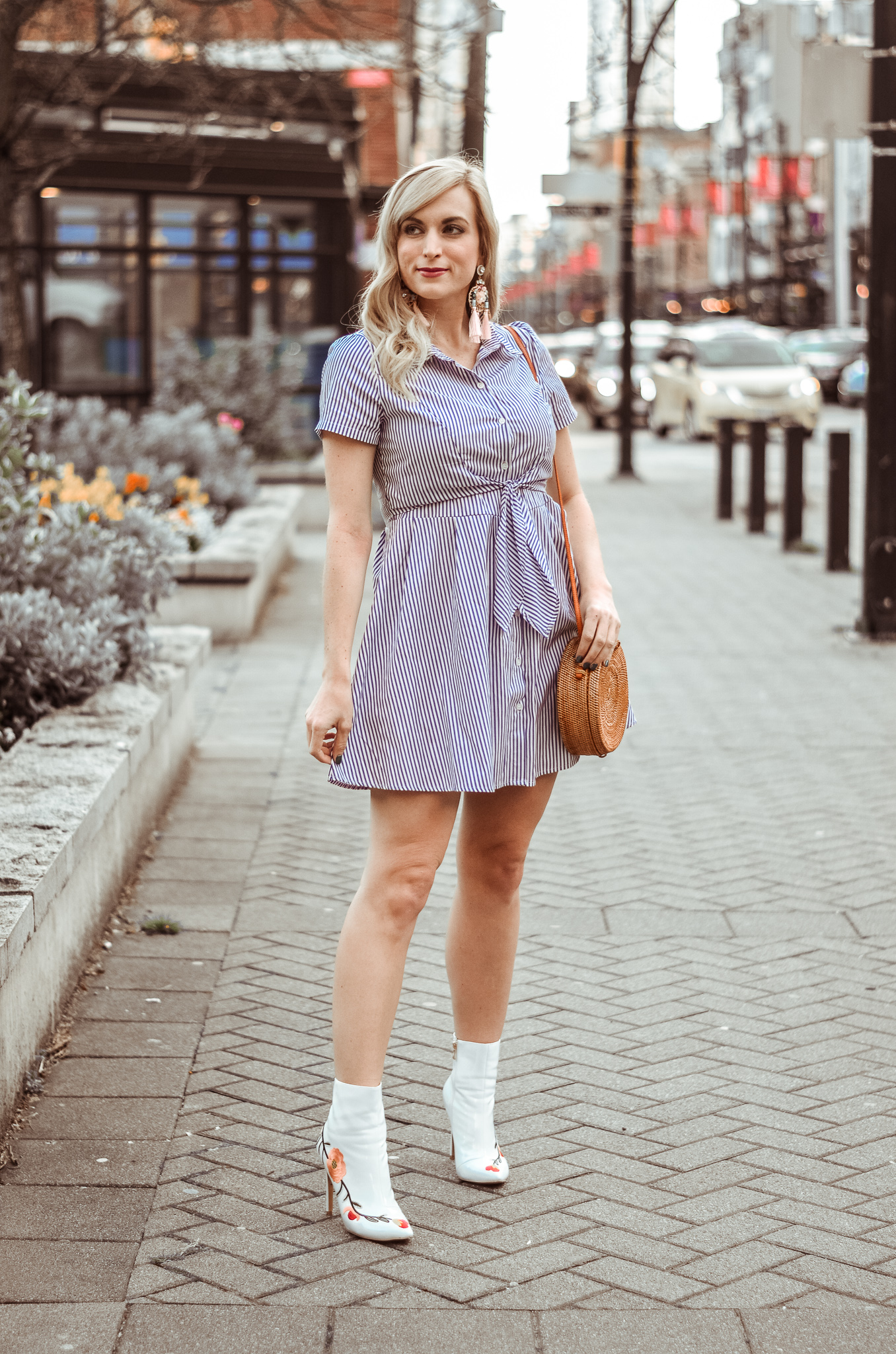 spring outfit pinstripe shirt dress white ankle boots and circle handbag