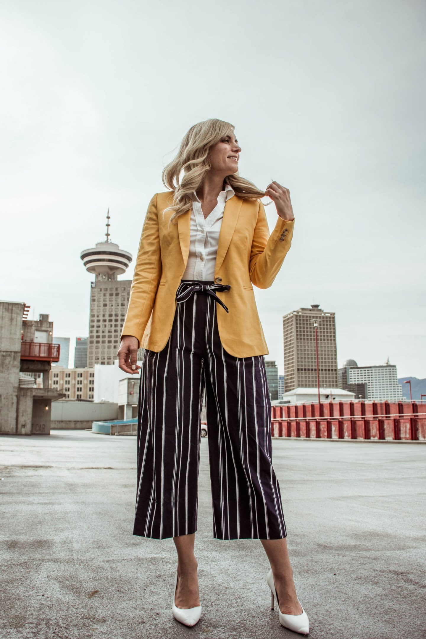legallee blonde fashion blogger what to wear with a yellow blazer and striped culotte pants