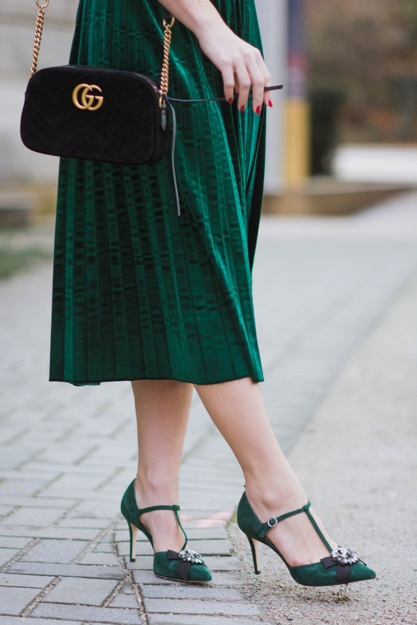 green-velvet-midi-skirt-gucci-bag-green-suede-heels