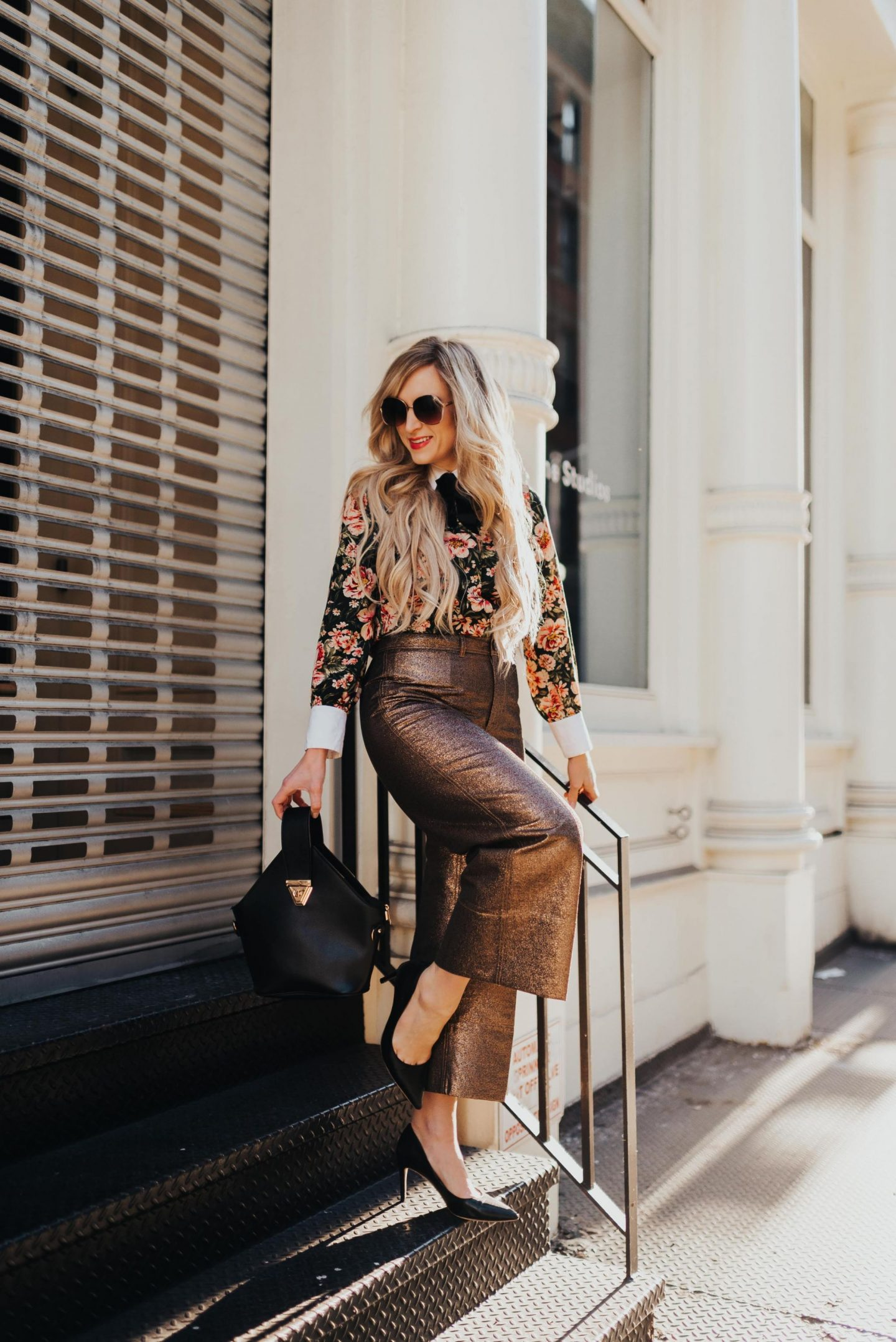legallee blonde wearing metallic culottes in a spring outfit