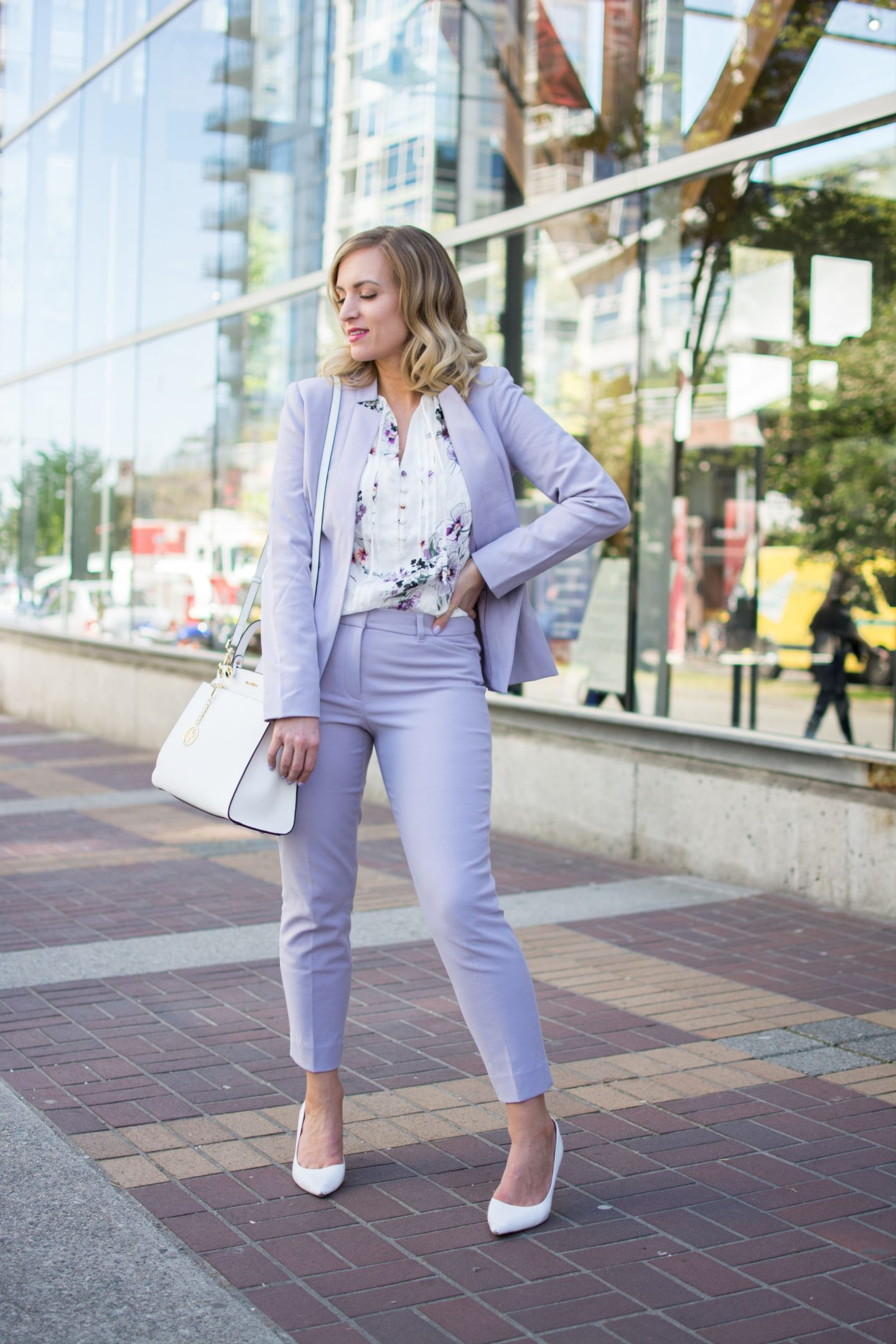 woman-spring-work-wear-lilac-suit-pants-and-blazer