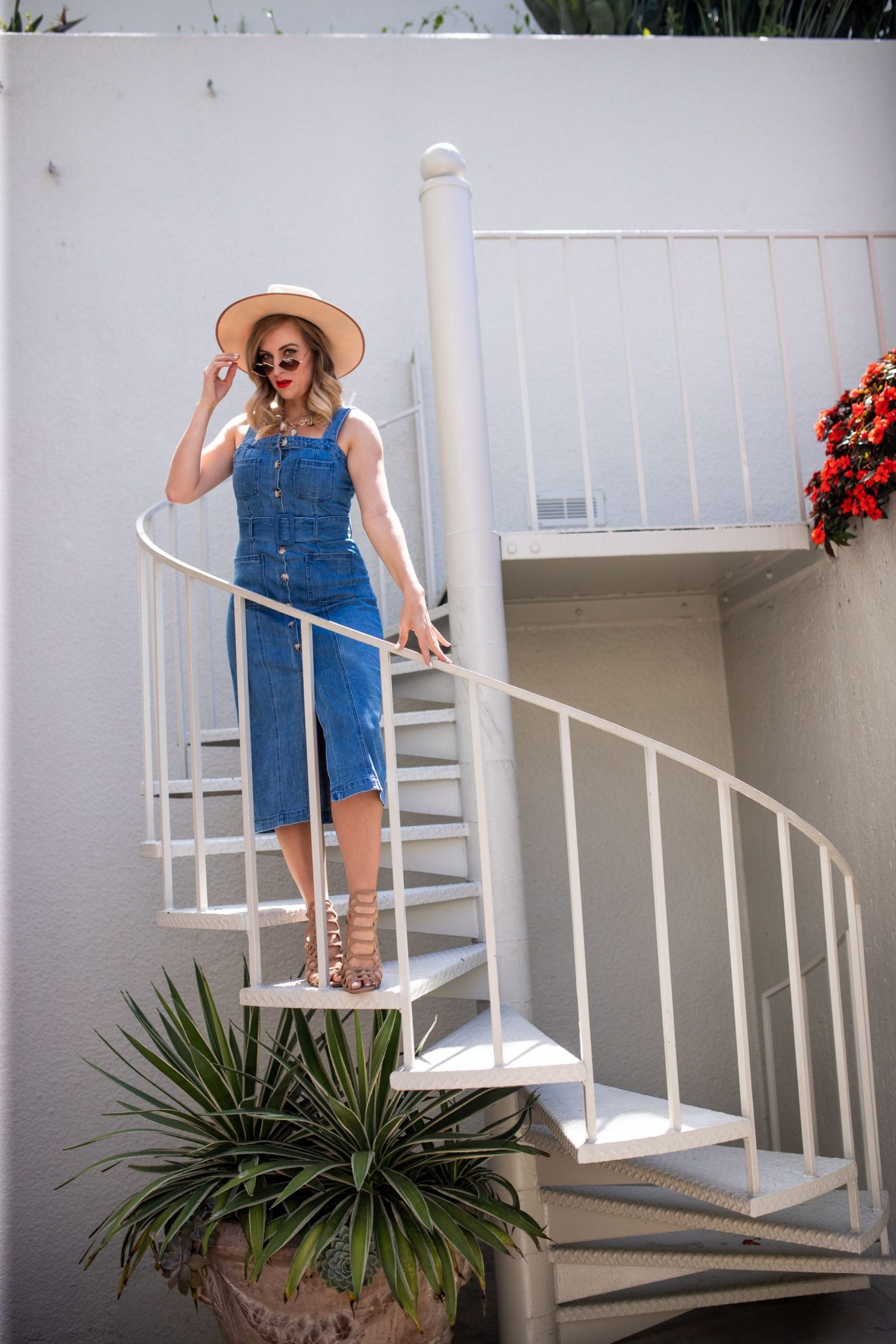 woman wearing show me your mumu denim dress and hat