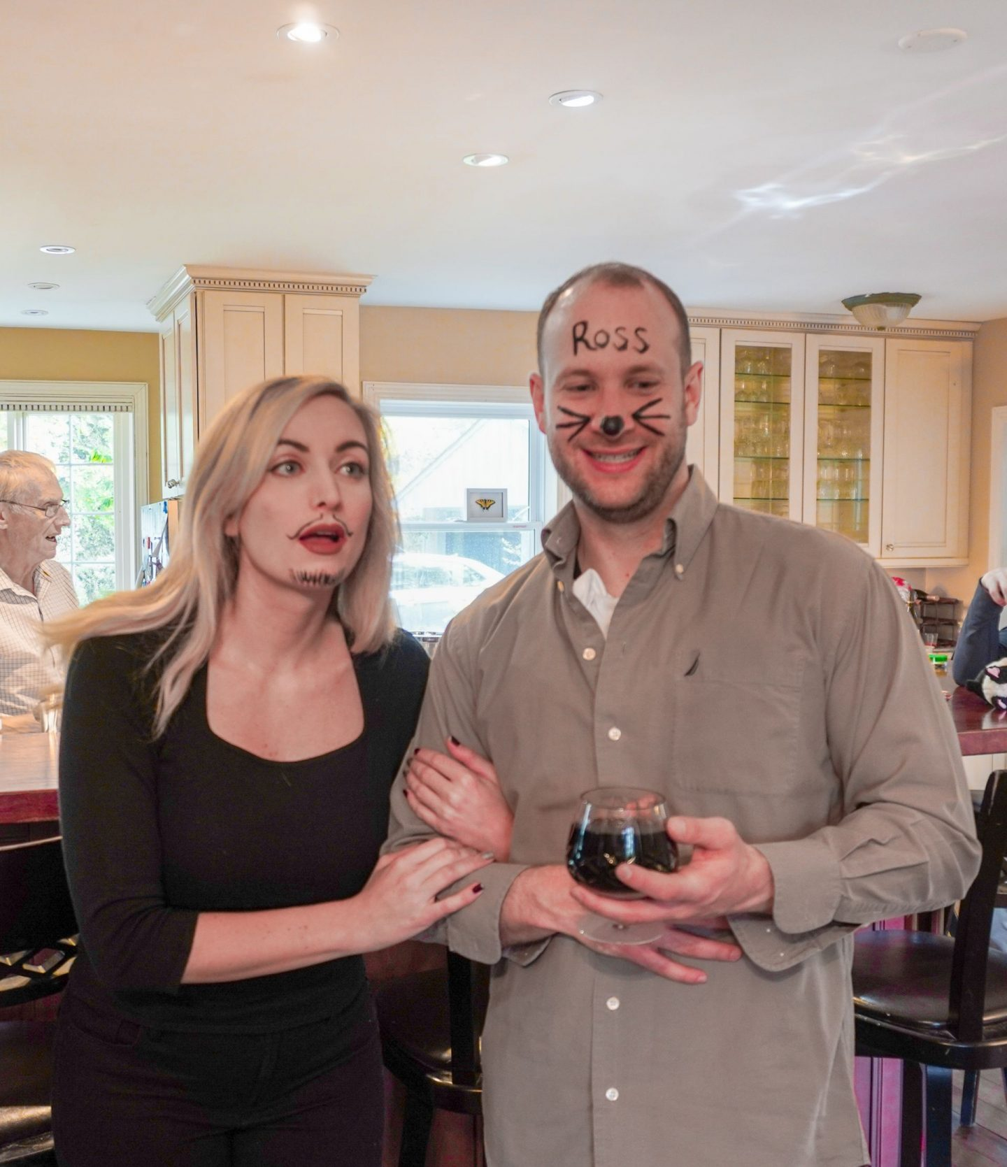DIY halloween costume for couples Ross and Rachel from Friends Vegas wedding