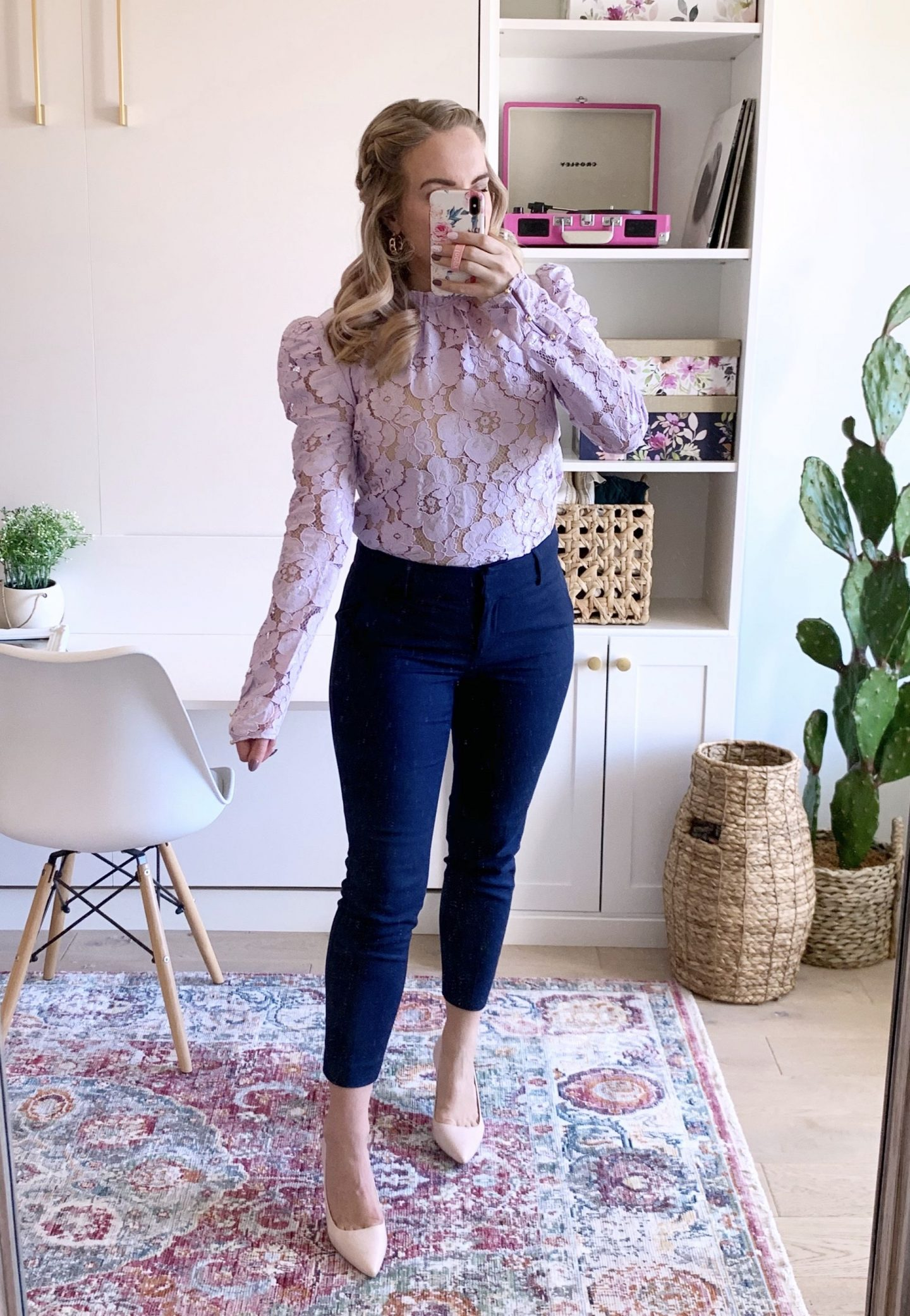 work from home outfit ideas woman in mirror selfie of outfit