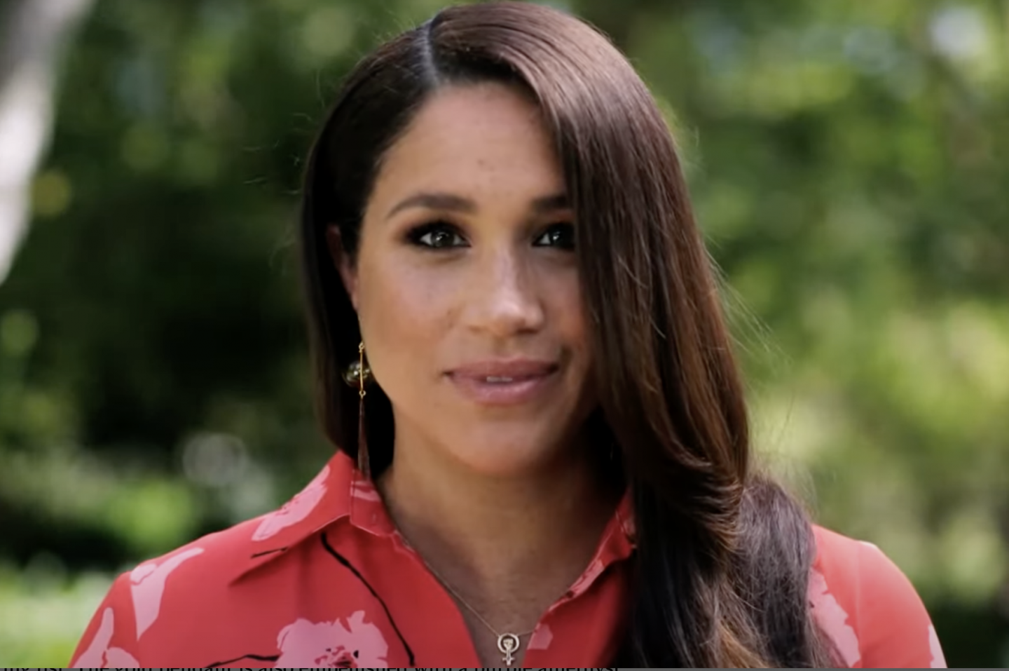 meghan markle wore this woman power necklace